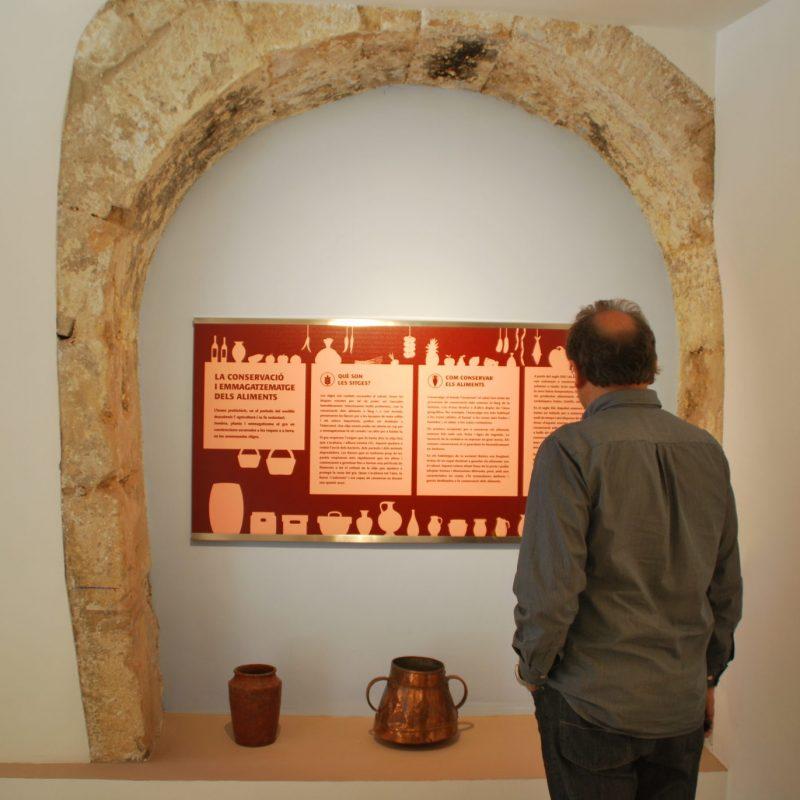 Disseny-Person-Sant-Cugat-Sesgarrigues-Vilafranca-del-Penedes-Fresquera-Angels-Pinyol-Grafic